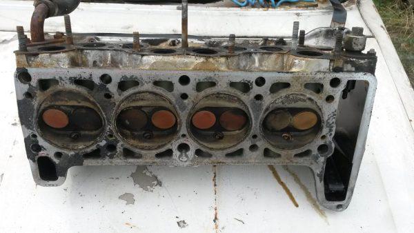 Снятая головка блока цилиндров ВАЗ 2107