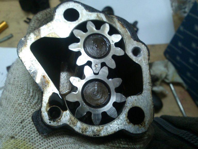 Масляный насос ВАЗ 2106