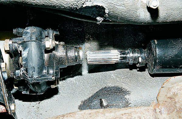 Шлицевое соединение карданной передачи ВАЗ 2107