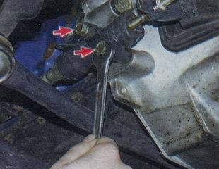 Крепление рабочего цилиндра сцепления
