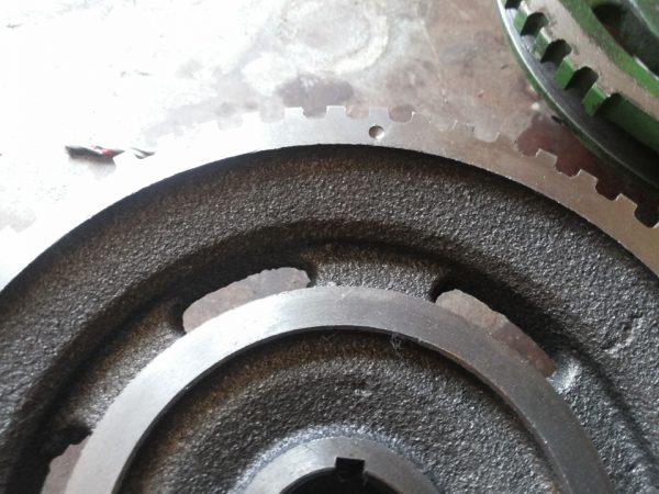 Метка на шкиве коленвала ВАЗ 2106