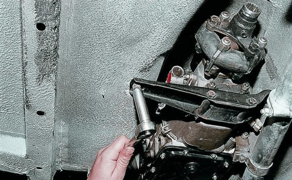 Демонтаж КПП ВАЗ 2107