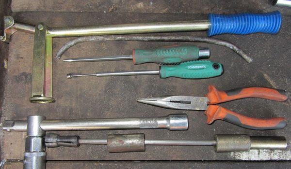 Инструменты и приспособления для самостоятельной замены маслосъёмных колпачков
