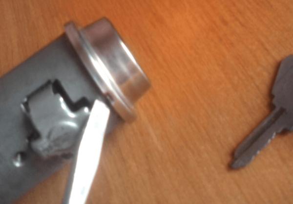 Демонтаж контактной группы замка зажигания