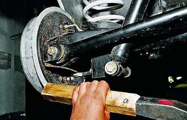 Снятие тормозного барабана ВАЗ 2107