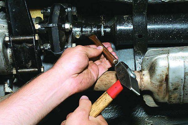 Нанесение меток на центрирующем фланце и передней части кардана ВАЗ 2107