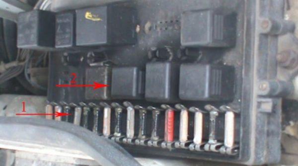 Предохранитель вентиляторного датчика ВАЗ 2107