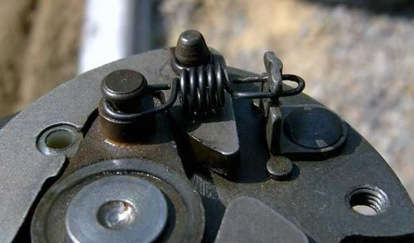Пружинки центробежного регулятора опережения зажигания ВАЗ 2107