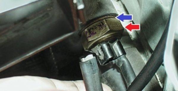 Расположение датчика вентилятора ВАЗ 2107