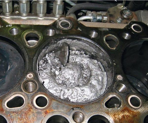 Сломанный клапан ВАЗ 2107