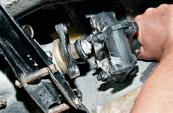 Снятие муфты с вала КПП ВАЗ 2107