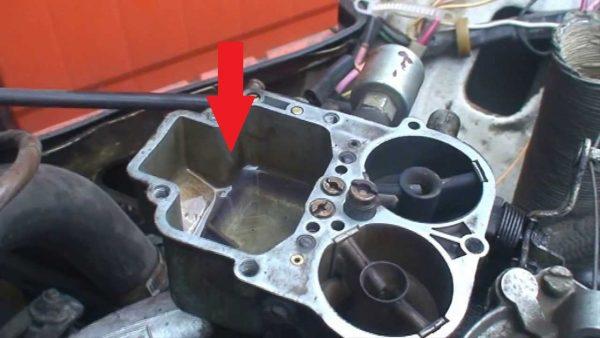 Уровень топлива в поплавковой камере карбюратора ВАЗ 2106