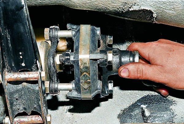Установка новой муфты карданного вала ВАЗ 2107