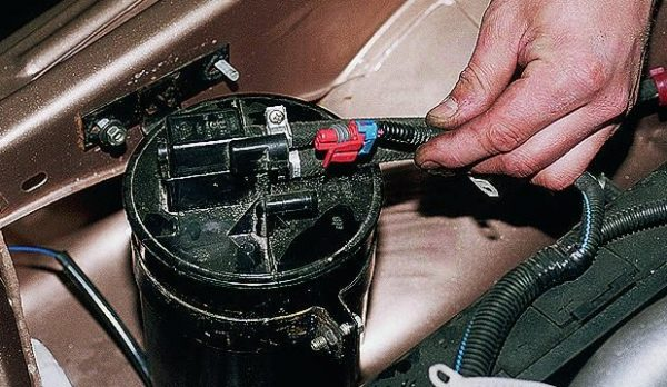 Адсорбер ВАЗ 2107 инжектор