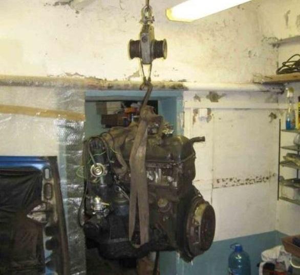 Извлечение двигателя из моторного отсека
