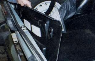 Извлечение обивки из багажника