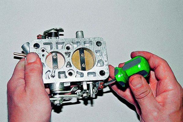 Настройка опорного винта дроссельной заслонки ДААЗ 2105