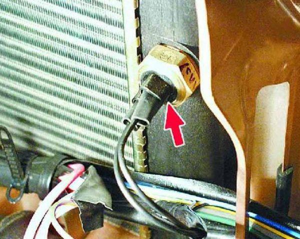 Расположение температурного датчика ВАЗ 2107