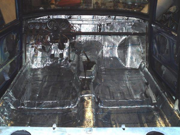 Шумоизоляция пола и моторного отсека салона ВАЗ 2106