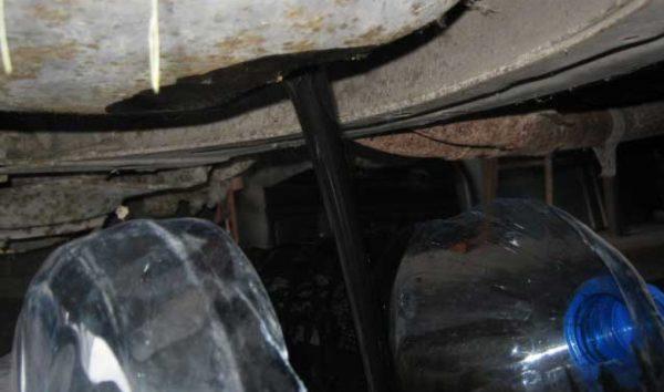 Слив моторного масла из ВАЗ 2106