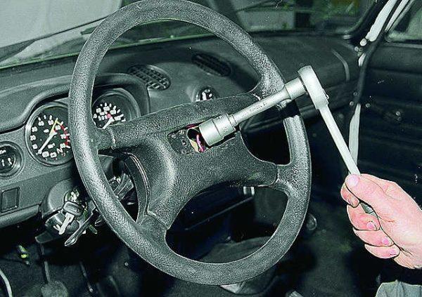Снятие рулевого колеса