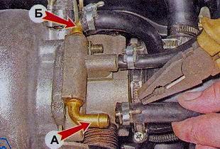 Снятие шлангов со штуцеров подвода и отвода охлаждающей жидкости