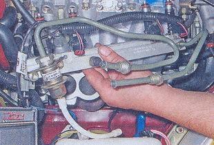 Топливная рампа с регулятором давления