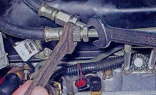 Трубки подвода и отвода топлива от рампы