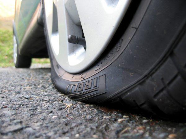 Спущенная шина