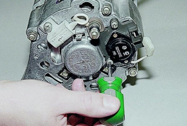 Откручивание внутреннего регулятора ВАЗ 2106