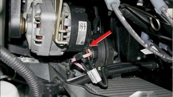 Крепления генератора в машине
