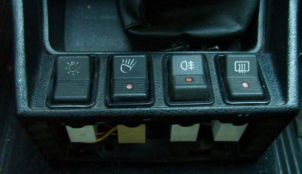 Кнопки управления в салоне ВАЗ-2107