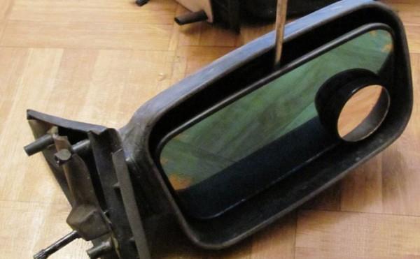 Демонтаж отражающего элемента зеркала заднего вида