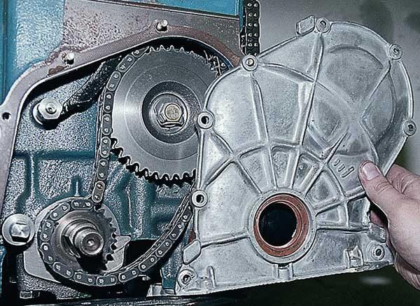 Снятие передней крышки двигателя ВАЗ 2101—07