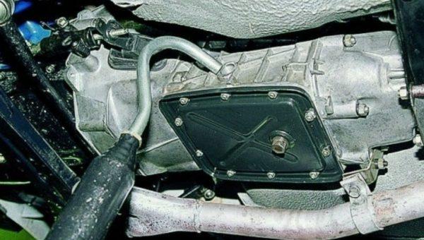 Заливка нового масла в КПП ВАЗ 2107
