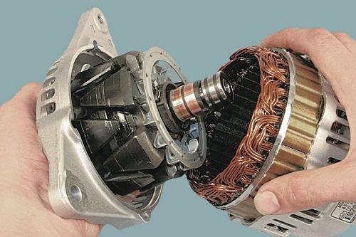 Отсоединение крышки от статора стартера ВАЗ 2107
