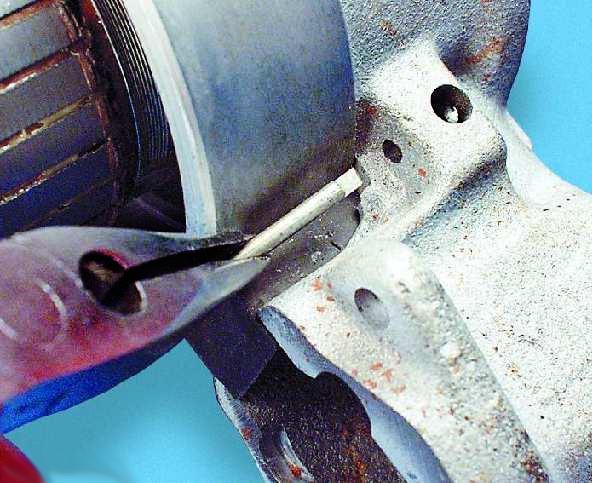 Шплинт оси рычага привода стартера ВАЗ 2107