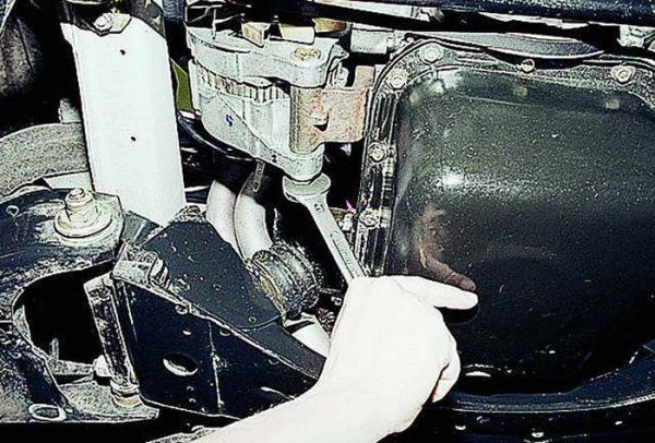 Как ослабить ремень привода генератора