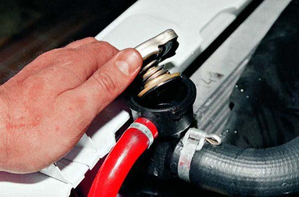 Как правильно слить тосол из двигателя ВАЗ 2106