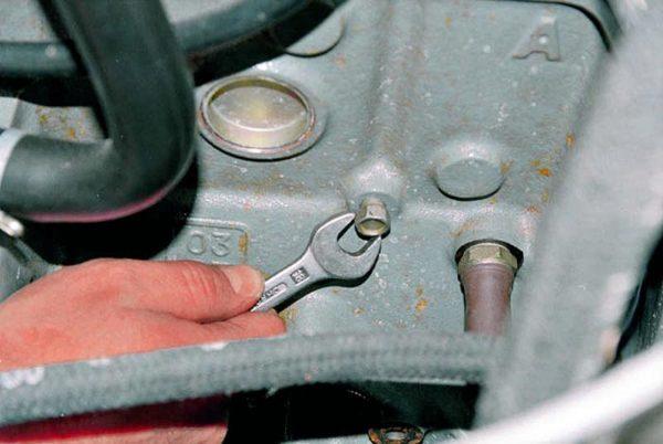Как слить тосол из блока двигателя