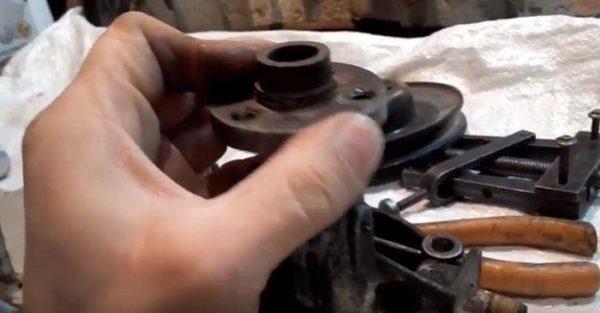 Как снять ступицу шкива водяного насоса