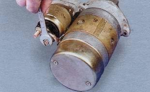 Крепление нижнего силового провода к стартеру ВАЗ 2106