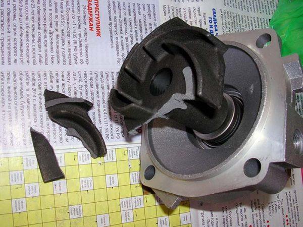 Разрушение крыльчатки на помпе ВАЗ 2106