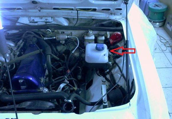 Расширительный бачок автомобиля ВАЗ 2101—2107