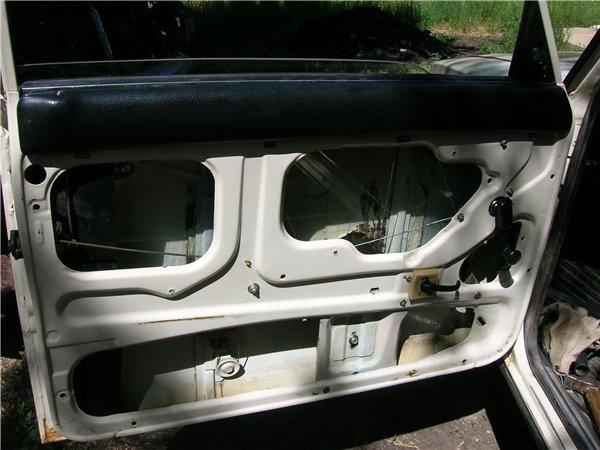 Дверь ВАЗ 2107 после снятия стеклоподъёмника