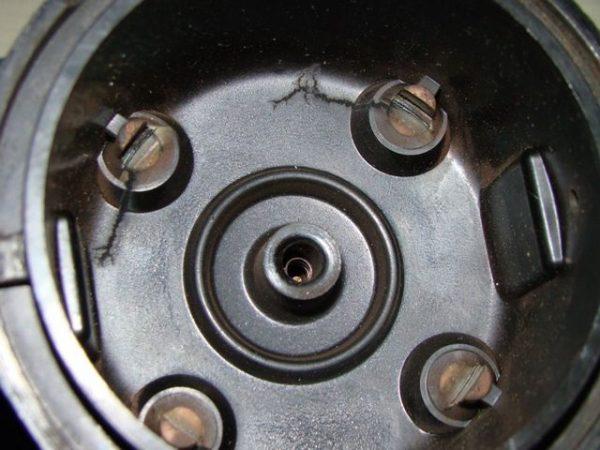 Износ боковых контактов крышки