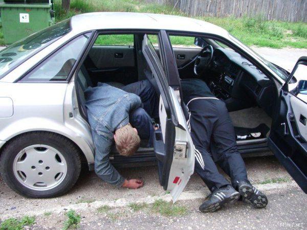 Пьяные уснули в машине