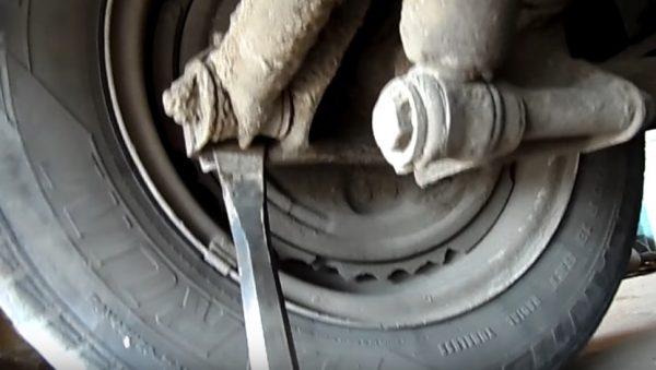 Проверка тяги монтажной лопаткой
