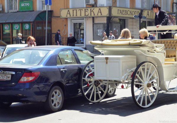 Столкновение машины и кареты