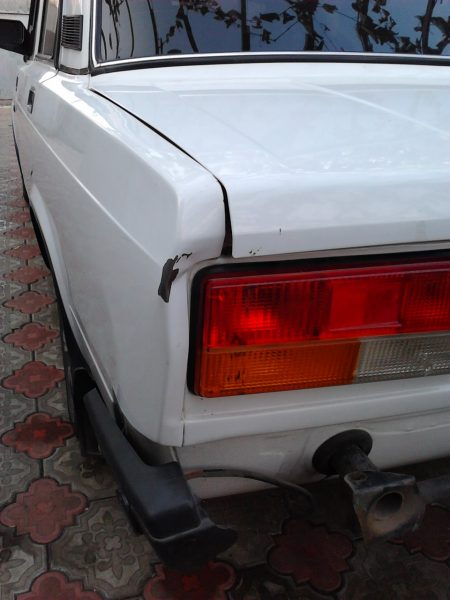 Повреждённое заднее крыло ВАЗ 2107